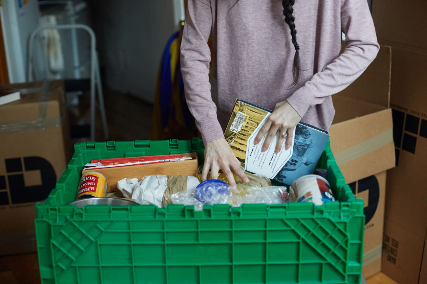 6 Surprising Ways to Save Money on Moving and Avoid Buying Cardboard Boxes