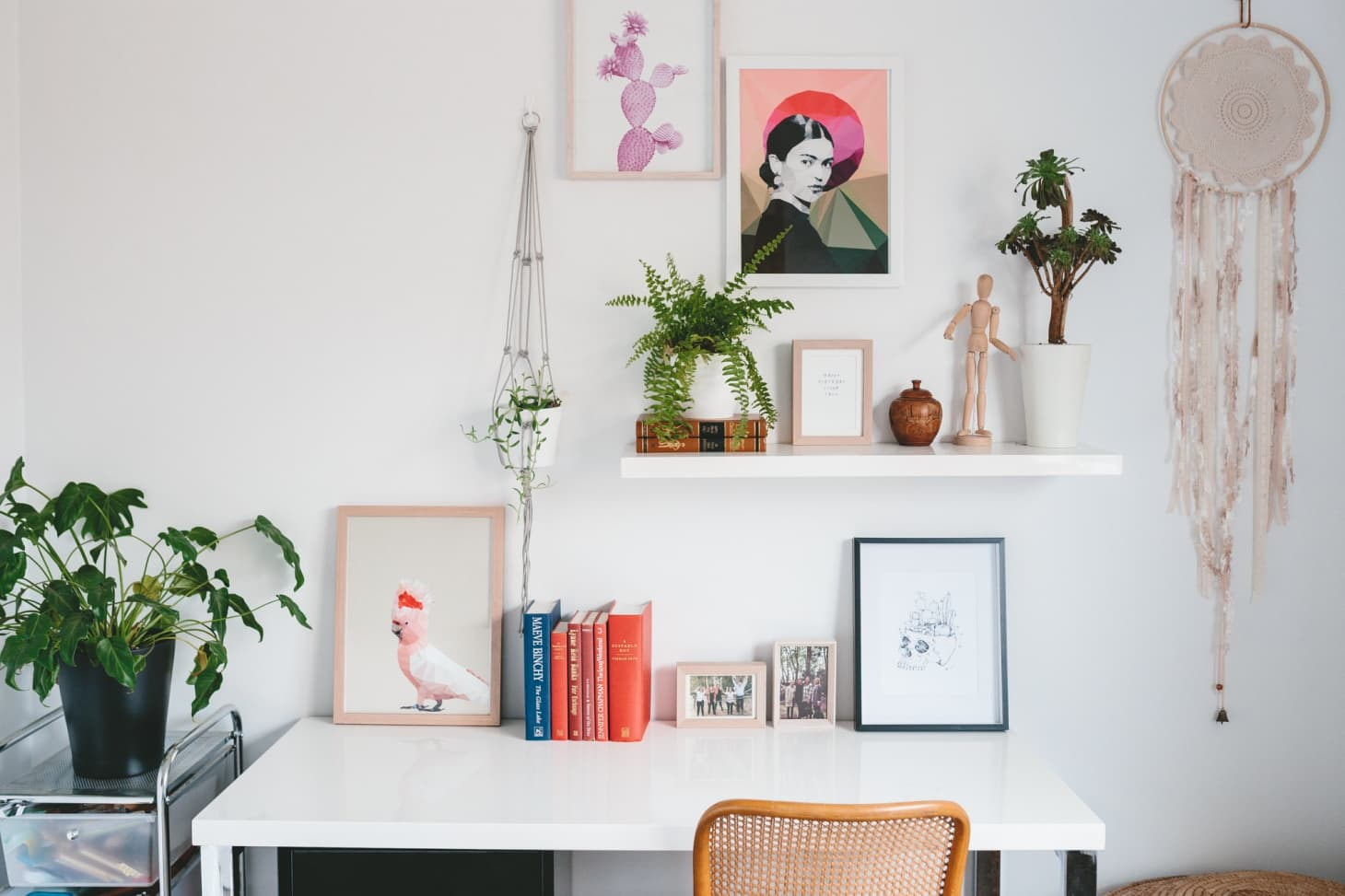 8 Ways to Keep Your Makeshift Home Office Clutter-Free and Cool